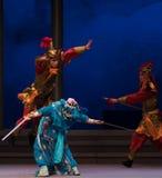 """En el sexto acto del momento- un agua desborda el  blanco de Opera""""Madame Snake†de la colina-Kunqu de oro Imagenes de archivo"""