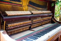 En el taller del piano Imagenes de archivo