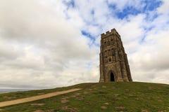 En el top del Tor de Glastonbury fotos de archivo
