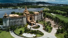 En elegant slott på ett avlägset royaltyfria foton