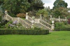 En engelsk formell landskap trädgård Fotografering för Bildbyråer