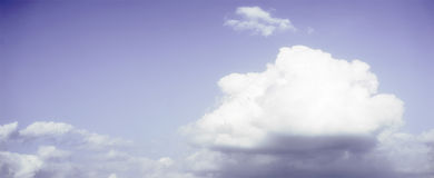 En enkel sikt av ett moln Arkivbild