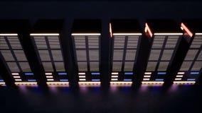 En enorm datorhall med serveror i ett mörkt rum stock video