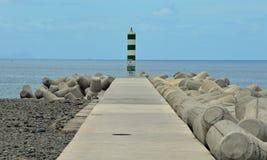 En ensam kustfyr Fotografering för Bildbyråer
