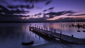 En ensam natt en sjö Royaltyfria Foton