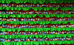 En färgrik folkmassa av många olikt folk Royaltyfria Bilder