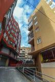 En färgrik gata i Cangas Arkivbild