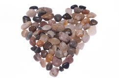 En förälskelsehjärta från färgglade kiselstenar Royaltyfri Foto