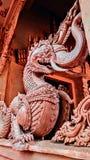 En förmyndare av den buddistiska templet royaltyfri foto