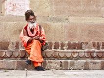 En försiktig sadhu i Varanasi Arkivfoto