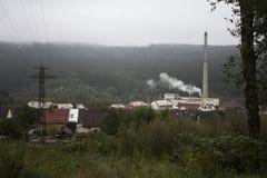 En fabrik i söderna av Tjeckien Royaltyfria Foton