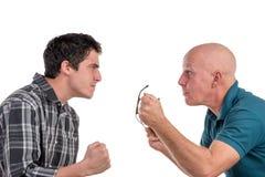 En fader och en son är ilskna royaltyfri foto