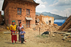 En familj av den Chhaimale byn, 29km söder av Katmandu, Nepal Royaltyfri Fotografi
