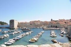 En fartygport i staden av Dubrovnik Arkivfoto