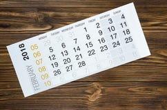 En febrero de 2018 calendario en la tabla de madera Fotos de archivo