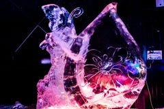 En febrero de 2013 - Harbin, China - estatuas hermosas del hielo en el festival de linterna del hielo Foto de archivo