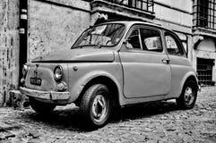 En Fiat 500 i Rome Royaltyfri Fotografi