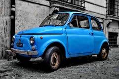 En Fiat 500 i Rome Royaltyfri Foto