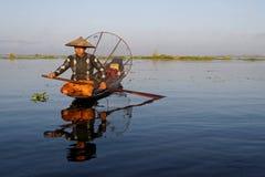 En fiskare av Inle sjön Royaltyfri Foto
