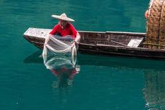 En fiskare av Misty Small Dongjiang Arkivfoto