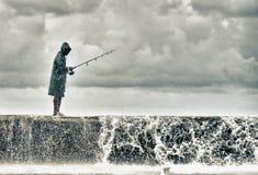 En fiskare i maleconen av havana Arkivfoto