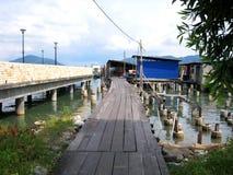 En fiskareby i pangkorön, Malaysia Arkivfoto