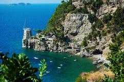 En fjärd i Costieraen Amalfitana Arkivfoton