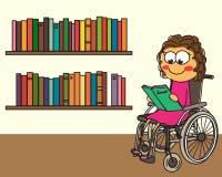 En flicka i ett arkiv som läser en bok Arkivbild