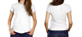 En flicka i en tom vit t-skjorta Framdel- och baksidasikt close upp bakgrund isolerad white arkivfoto