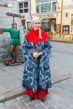 En flicka i traditionell dräkt Royaltyfri Bild