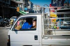 En flicka kör en lastbil på en Mandalay marknad Royaltyfria Foton