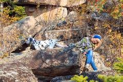 En flicka med hunden Royaltyfria Foton