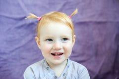 En flicka med tand- karies royaltyfri foto