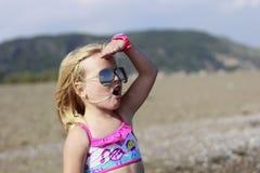 En flicka på stranden Fotografering för Bildbyråer
