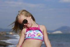 En flicka på stranden Royaltyfri Bild