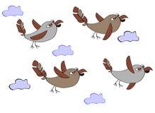 En flock av roliga fåglar - sparvar som flyger i molnen Enkelt c vektor illustrationer