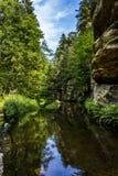 En flod Arkivfoto