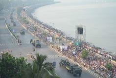 En flyg- sikt av den indiska republikdagen ståtar på marin- drev i Mumbai Royaltyfri Fotografi