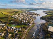 En flyg- sikt av den Kingsbridge breda flodmynningen, Devon, UK royaltyfri fotografi