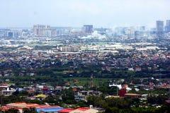 En flyg- sikt av kommersiella och bostads- byggnader och etableringar i städerna av Cainta, Taytay, Pasig, Makati och Taguig arkivbild