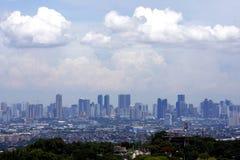 En flyg- sikt av kommersiella och bostads- byggnader och etableringar i städerna av Cainta, Taytay, Pasig, Makati och Taguig Royaltyfri Fotografi