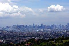 En flyg- sikt av kommersiella och bostads- byggnader och etableringar i städerna av Cainta, Taytay, Pasig, Makati och Taguig Royaltyfri Bild