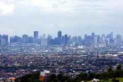 En flyg- sikt av kommersiella och bostads- byggnader och etableringar i städerna av Cainta, Taytay, Pasig, Makati och Taguig arkivfoton