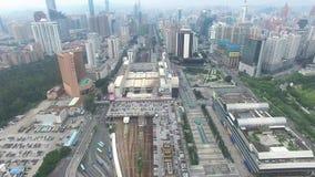 En flyg- sikt för horisont av Shenzhen, Lo Wu, Kina under smokeyväder lager videofilmer