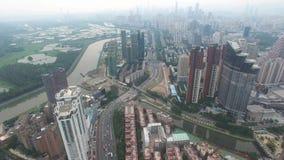 En flyg- sikt för horisont av Shenzhen, Lo Wu, Kina under smokeyväder i aftonen arkivfilmer
