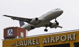 En flygbuss A320, klaffar och Down för landningkugghjul Royaltyfri Fotografi