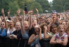Musikfestivalfolkmassa Arkivfoto