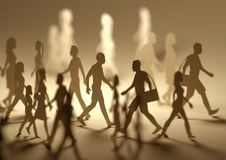 En folkmassa av upptaget folk som omkring går Arkivfoton