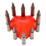 Isolerat 5,56 kulor med hjärta Fotografering för Bildbyråer