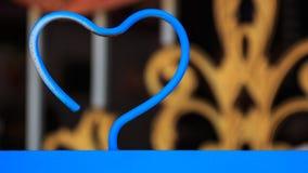 En forme de coeur en acier bleu concept d'amour de valentine Photos libres de droits